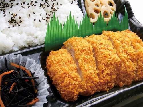 ローソンが「揚げないチキンカツ弁当」発売 ご飯にマンナンヒカリ配合の健康弁当