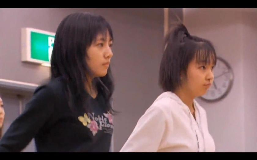板野友美さんの胸と靴にご注目くださいwww