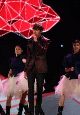 長文乙! : 【中国でもゴリ押し】韓流俳優が中国の紅白に出演→「出て行け!」反対の声15万件殺到