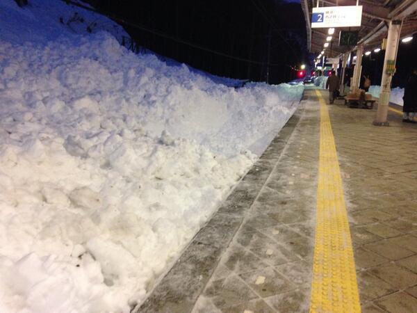 【画像】衝撃的すぎた「観測史上最大の豪雪」を実感する写真まとめ
