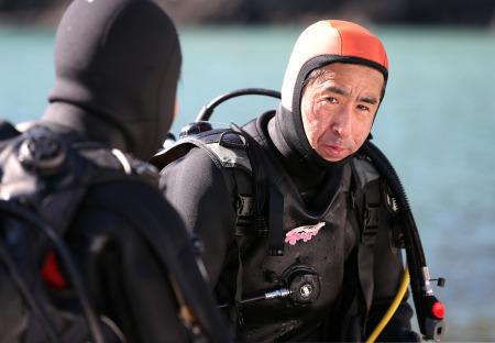 不明の妻、必ず連れ帰る 女川の男性、潜水士の資格取り捜索