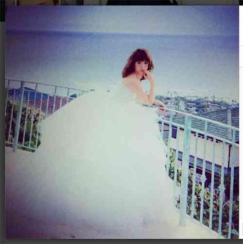 紗栄子、純白の花嫁姿で「結婚します」