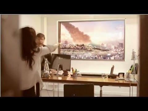 面接中に巨大隕石が降ってきて人類滅亡するドッキリ - YouTube