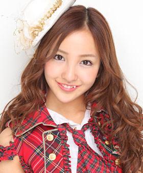 AKB48板野友美、おしゃれ番長ヘビロテの夏アイテムを紹介するも…コレおしゃれ?