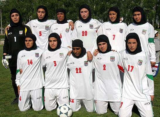 サッカーのイラン女子代表メンバー4人が男であることが判明し一時的に資格を停止