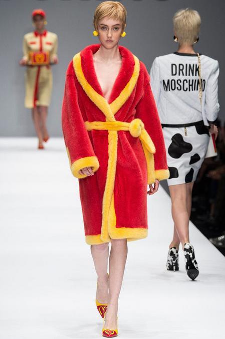 『モスキーノ』の2014-15秋冬コレクションが攻めすぎてると話題に 「マクドナルド」を堂々とパロディー