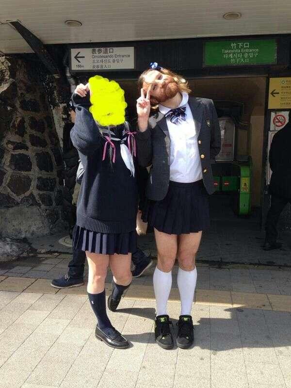 女子力が高すぎるセーラー服二人組を発見ww