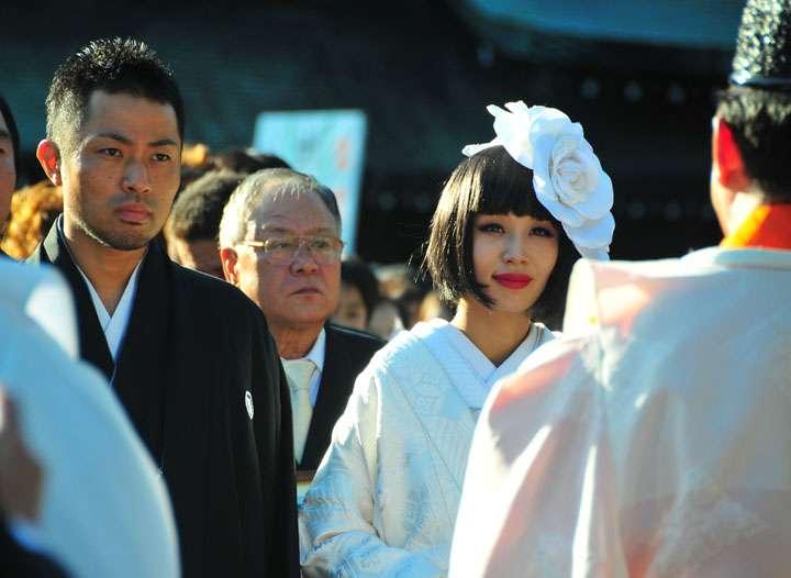 鈴木紗理奈、ありえない離婚の舞台裏に共演者も仰天