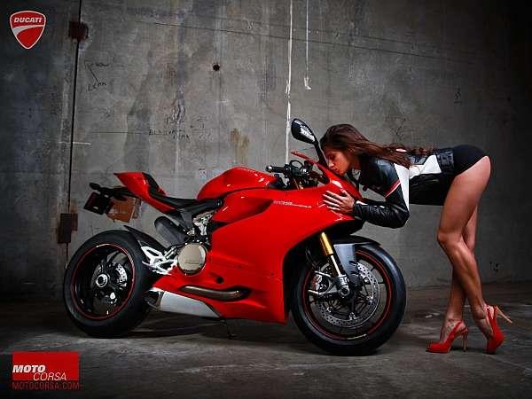 【衝撃】バイク雑誌のグラビアをモデルの女から男に替えてみたら、凄い画になった