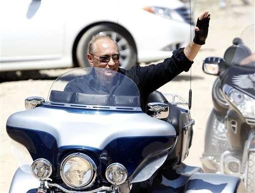 プーチン首相がハーレーで暴走、「バイクは自由の象徴だぜ兄弟」(ニュー速クオリティ) - 2cham