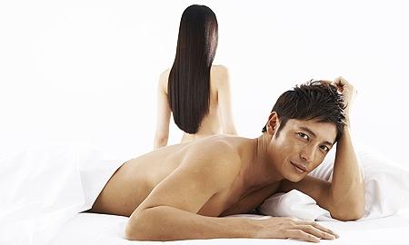 玉木宏、ベッドに寝そべりセクシーボディを披露
