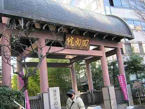 東京別視点ガイド : ねずみ小僧の墓を削ろう「回向院」【両国】