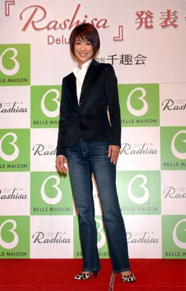 山田優の母で現役モデルの山田美加子さん(55歳)が美しい