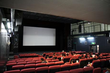 「映画館に行かない理由」を簡潔に表した文が正論過ぎると話題ww