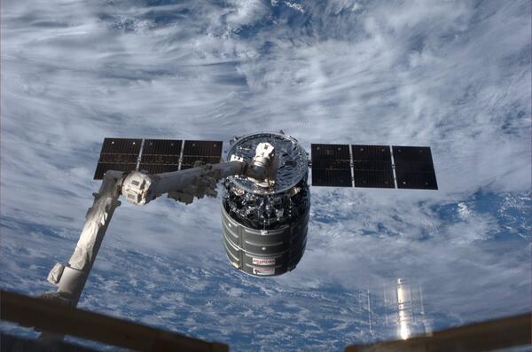 宇宙から見たオーロラ、大気と三日月、日本列島の夜景…宇宙飛行士・若田光一さんがTwitterにアップしている画像が凄い!