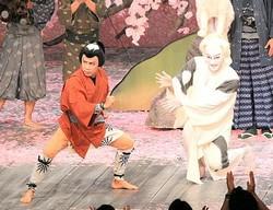 """「めちゃイケ」で""""岡村屋""""岡村隆史が海老蔵歌舞伎に乱入"""