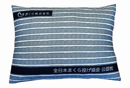安全考慮のまくら投げ専用枕、「全日本まくら投げ大会」にも提供