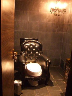トイレで用を足したら便器が爆発 原因はトイレが汚かったから