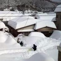 【画像集】何故大きく報道されない?山梨県の雪害が大変なことになっている件 - NAVER まとめ