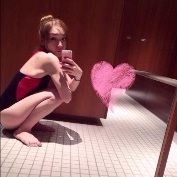 加護亜依(25)「スクール水着みたい」な水着姿を公開する