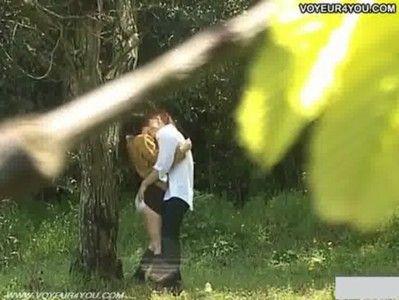 XVIDEOS-盗撮動画 : 高校生カップルが学校帰りに森の中でハードなSEXを始めた!!【盗撮動画】