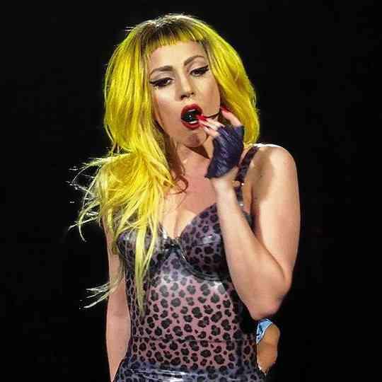 黄色髪のレディーガガ