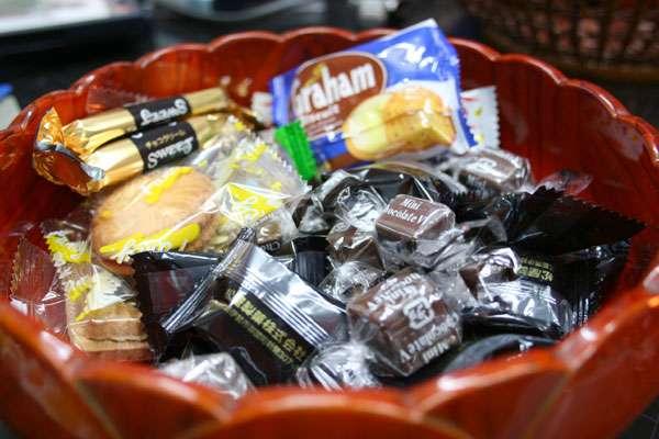 突然の来客‼︎お茶菓子用意してありますか?