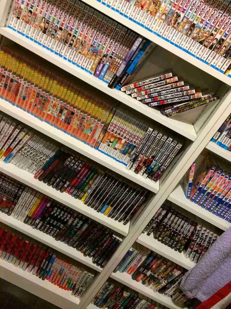AKB48高橋みなみの本棚が凄すぎるww