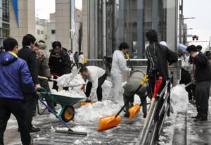「雪かきして疲れた」中学校職員が栄養ドリンクなどを万引き