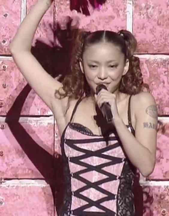 安室奈美恵、女性&ソロ初の20年連続シングルTOP10入り