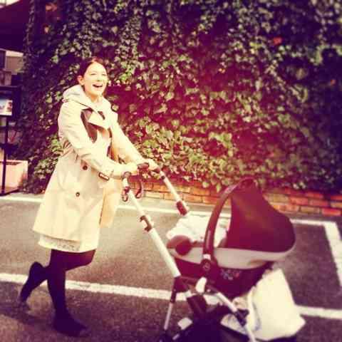 スザンヌ、生後2ヶ月の赤ちゃんと連日外出・カフェ三昧に批判殺到 しかもメニューはタイカレー…