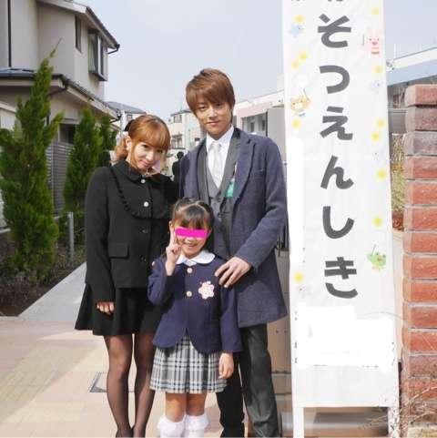 辻希美が娘の入学式で着た服を ...