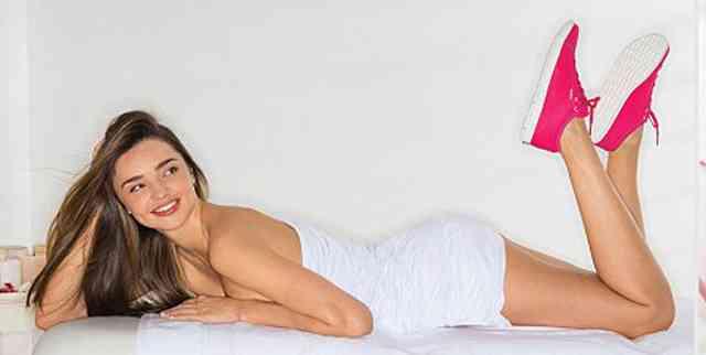 Reebokのブラジャー素材のスニーカーCMにミランダ・カーが出演。セクシーな肉体を披露! | FABmedia