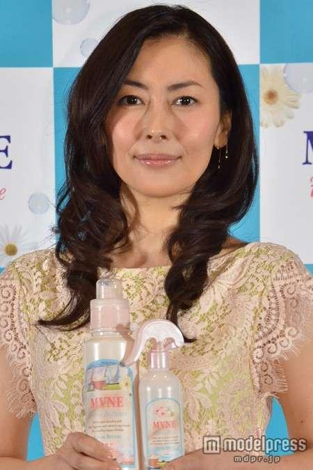 中山美穂、「顔デカ劣化」で話題! 夫・辻仁成の浪費を支える「出稼ぎ帰国」の需要度
