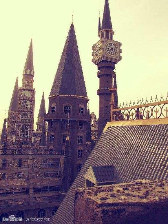 ハリー・ポッターのホグワーツ魔法魔術学校に激似の学校が話題に! ハリー・ポッターのホグワーツ魔法