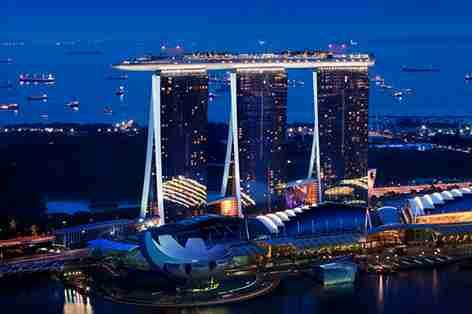 各国の盗撮に対する処罰…日本・韓国は懲役、シンガポールは鞭打ち