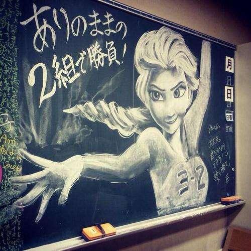 高校生が忘れ物取り行くついでに黒板に描いたチョーク絵が凄すぎる!