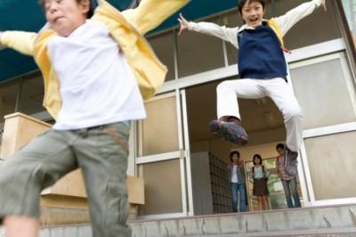 社会人男女が小学校に導入したい科目「恋愛の授業」「株や投資に関する授業」 | 「マイナビウーマン」
