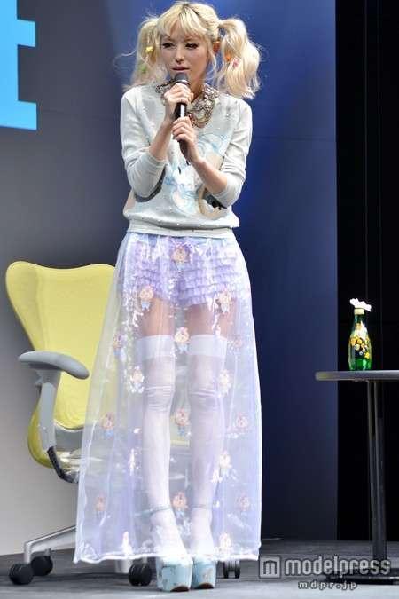 若槻千夏、レインボーヘア公開!「綺麗な色」「似合うからすごい」の声