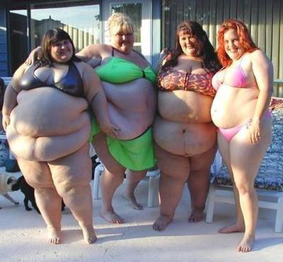 大日本肥満者連盟は肥満体型こそ水着がよく似合うと主張!8月8日は「デブの日」でした