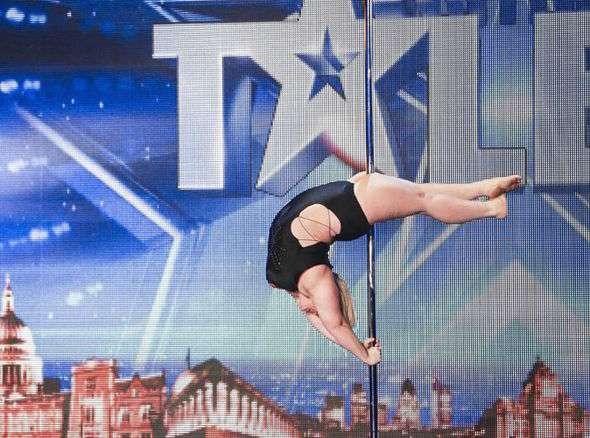 体重100キロのポールダンサーに大絶賛の声! 衝撃的なダンスの動画再生回数は1,000万回超え