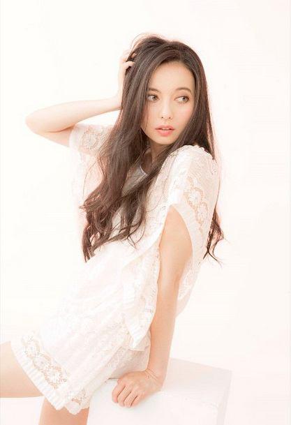 ベッキーがInstagramで公開した写真が「美人過ぎる」と反響 - Scoopie News - GREE ニュース