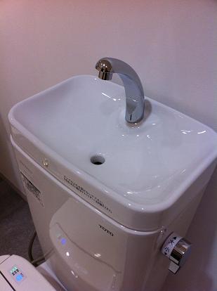 驚きの女性のトイレ後の手洗い事情「手を拭くものがないときは髪を…」