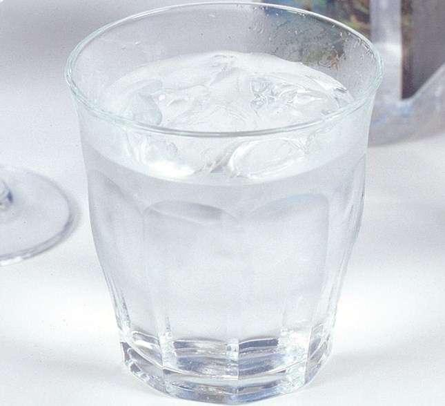 「エボラ感染予防に塩水が効く」SNSのウワサを信じた健康な2人がガブ飲み死亡