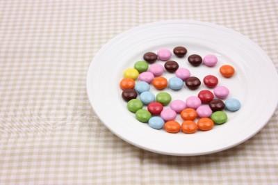 アラサー男女の一番古いお菓子の記憶……「つくんこ」「ヤンヤンツケボー」 | 「マイナビウーマン」