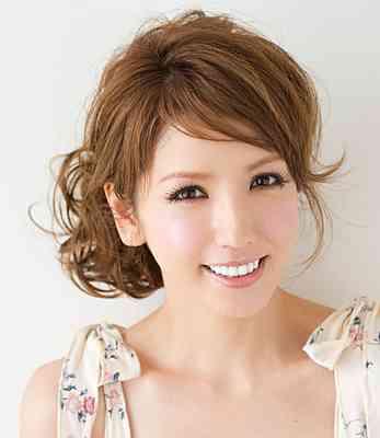1975年生まれ、北海道出身のモデルさん。 2009年に結婚されてい...|MERY[メリー]
