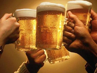 乾杯する画像