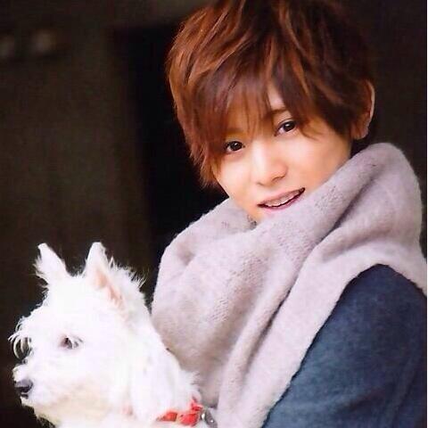 可愛らしい表情の山田涼介