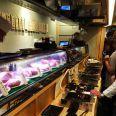 立ち食い焼き肉が東京で大ブレイク中! 人気がありすぎて激混み状態! A5牛肉を使用した高級志向