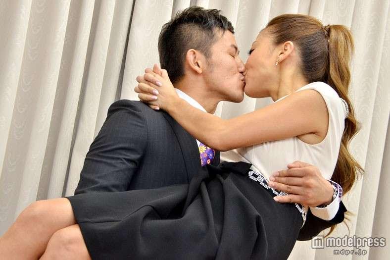 あびる優の夫・才賀紀左衛門はバツイチ子持ちだった 2011年6月離婚、親権は母親に